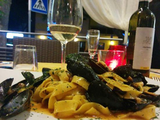 Malvasia: Fettuccine cozze e pecorino