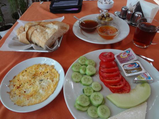 St. Nicholas Pension: Generous breakfast with lovely fresh jams