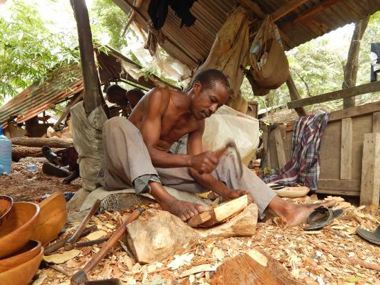 Akamba Handicraft: Holzschnitzer
