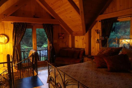 Shadow Mountain Escape: Ladybug cabin