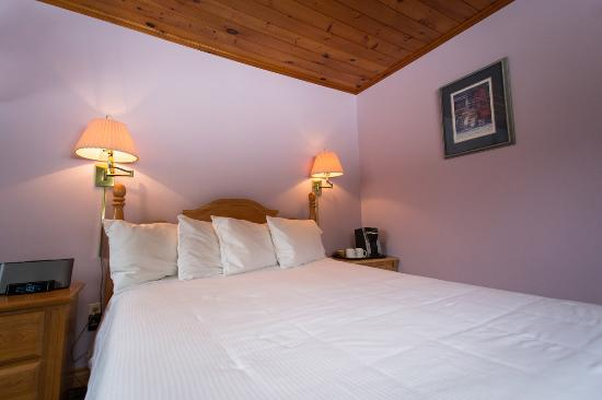 Sugar Hill Inn: Cottage Queen #11