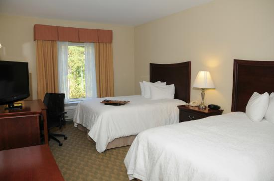 Hampton Inn & Suites Southern Pines-Pinehurst: Two Queen Beds