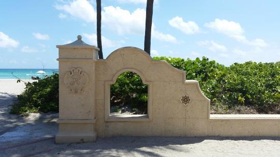 Hollywood Beach Marriott: Broadwalk entrance to beach