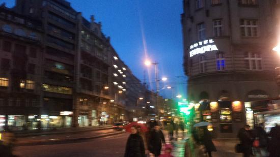 Evropa Garni Hotel: Пешеходная улица Белград и отель Европа
