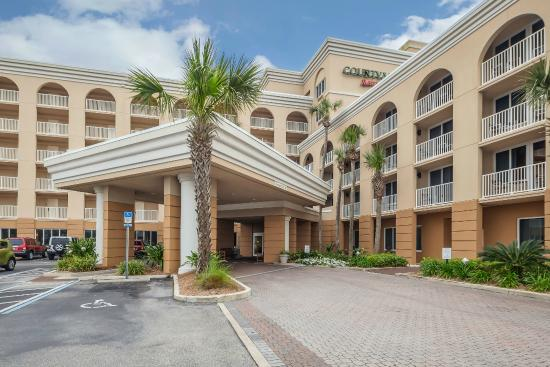 Courtyard by Marriott Jacksonville Beach Oceanfront: Hotel Entrance