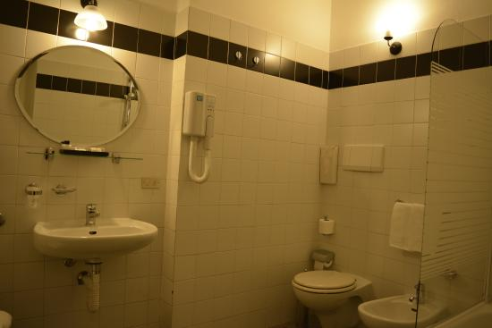 Camera doppia picture of albergo ristorante bologna for Pirolitica doppia camera