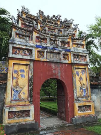 The Mieu Temple : Nice temple inside the imperial city