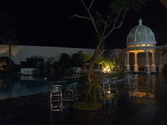 Kolam Renang Di Malam Hari Picture Of The Rich Jogja Hotel Sleman Tripadvisor