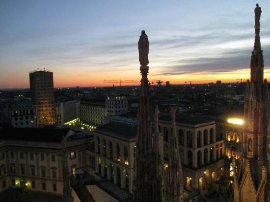 Tramonto tra le guglie - Foto di Terrazze del Duomo, Milano ...