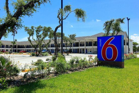 Motel 6 Rockport