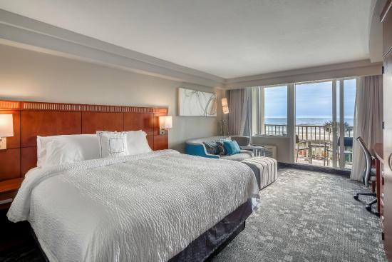 Courtyard by Marriott Jacksonville Beach Oceanfront: King Suite with Oceanview