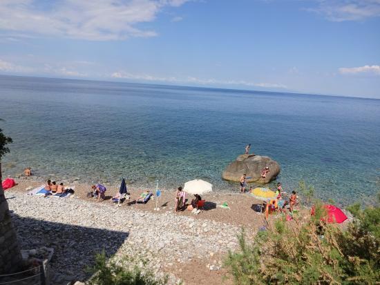 Hotel Sardi: La spiaggia sotto l'hotel