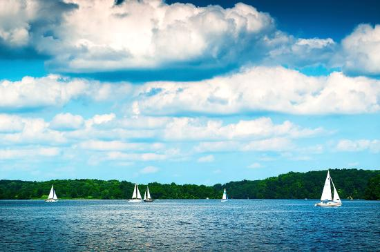 Bucks County, เพนซิลเวเนีย: Sailboats on Lake Nockamixon, courtesy of Justin DeRosa