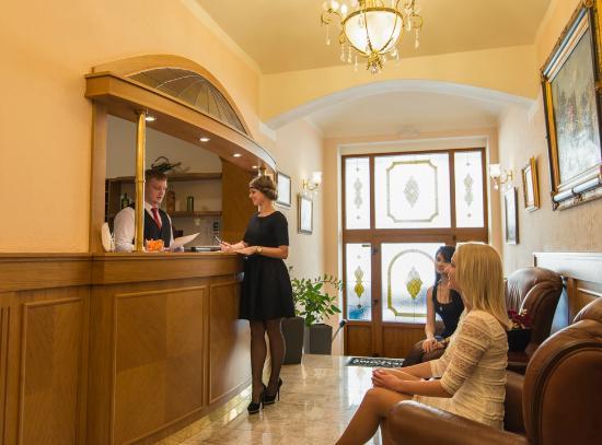 Рецепция отеля Askania.