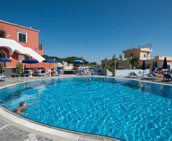 President hotel terme reviews price comparison ischia for Garden pool reviews