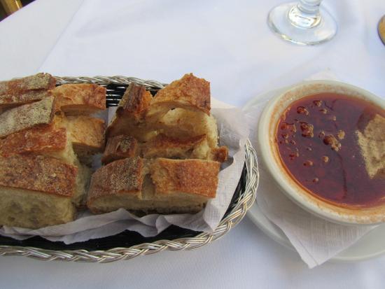 Baraonda : Bread and Delicious Tomato Sauce Spread