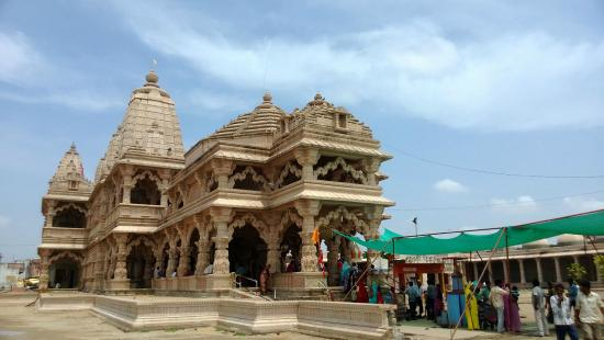 Sanwaria Seth Temple: Main entrance