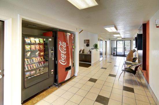 Motel 6 Ogden Riverdale: Vending