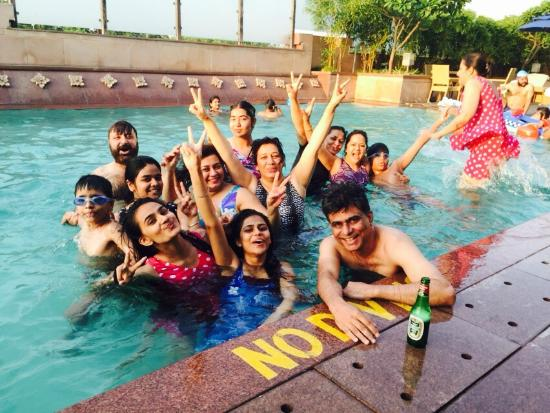Taj Hotel & Convention Centre, Agra: Fun in Pool