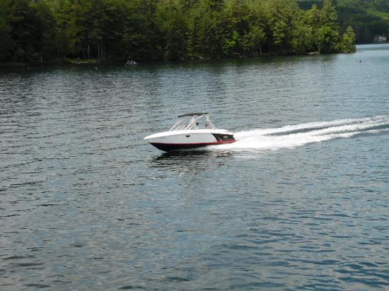 Yankee Boating Center: Zoom across the  lake