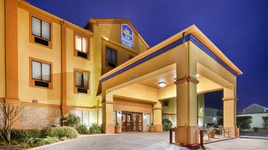 BEST WESTERN PLUS Schulenburg Inn & Suites : Hotel Exterior