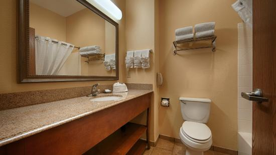 Best Western Plus Schulenburg Inn & Suites : Guest Bath Room