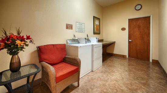 Best Western Plus Schulenburg Inn & Suites : Guest Laundry