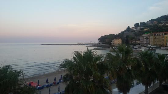 Lorenza Sul Mare : tramonto da camera 8