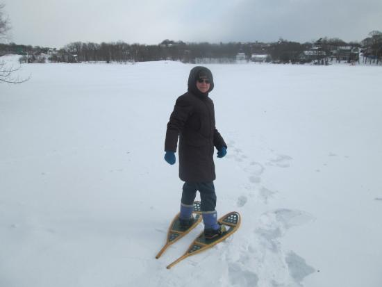 Dartmouth, Canadá: Snow Shoeing on Lake Banook