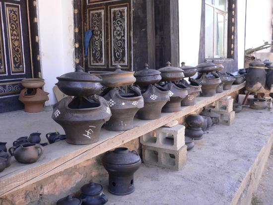 Yuanyang County, China: Pots everywhere
