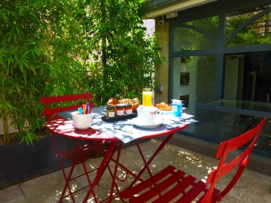 Hôtel Pruly: petit déjeuner en terrasse