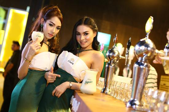 https://media-cdn.tripadvisor.com/media/photo-s/08/29/84/bf/beer-chang-girlandot.jpg