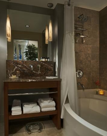 Heathman Hotel: Guest Bathroom
