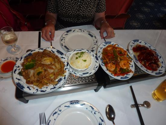 China Palace: Typical array of dishes