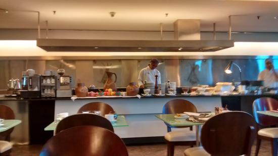 Hotel Gran Marquise : Uma das outras mesas do Buffet do cafe da manha