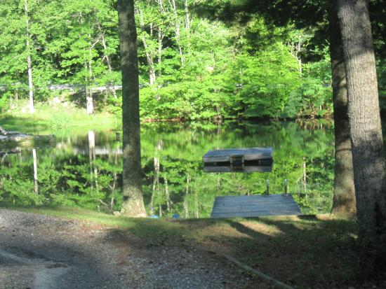 Peaceful Quest Retreats: Pond with swimming area