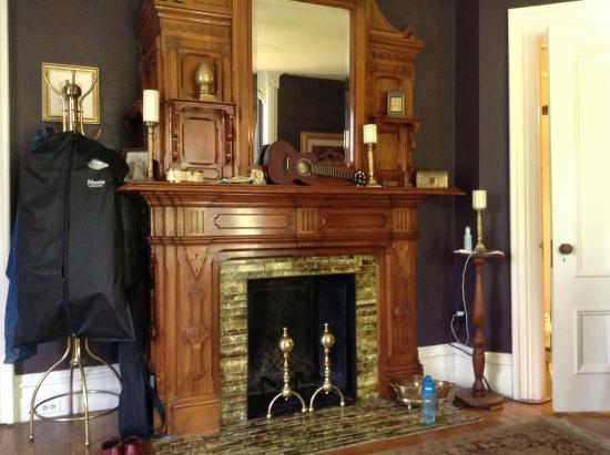 Back Inn Time : Fireplace in bedroom