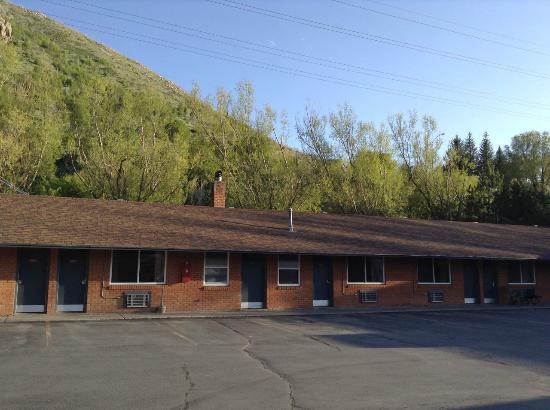 Lava Spa Motel & RV Park: Lava Spa Motel-Exterior