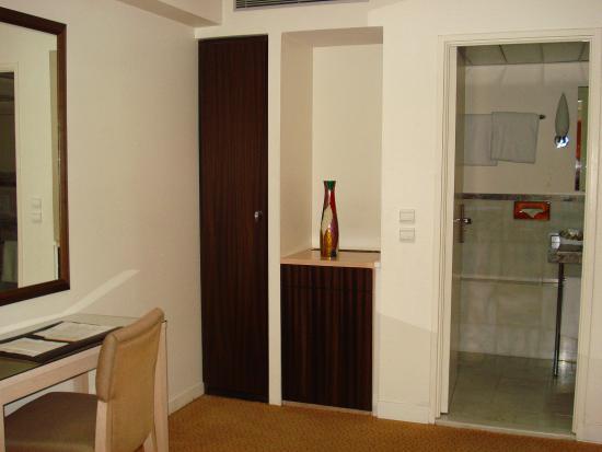 Le Pera: The room
