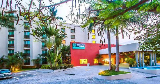 Gamma de Fiesta Inn Plaza Ixtapa: Fachada