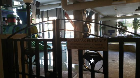 Residence Inn Minneapolis Downtown at The Depot: Water Park Entrance