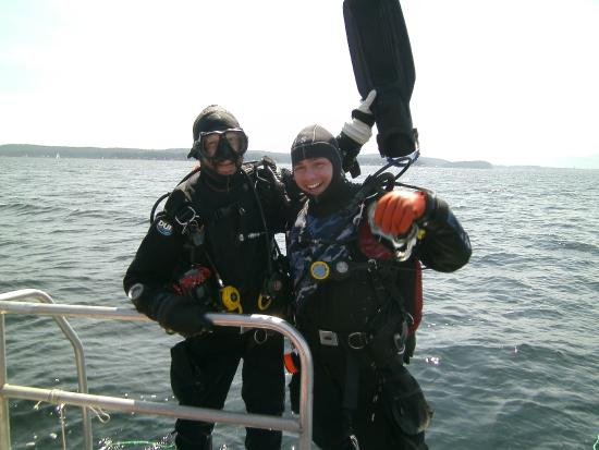 Nanaimo, Canadá: Buddies diving on the Shepherd