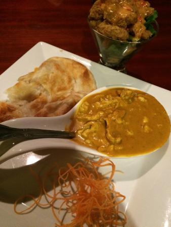 Dao Fusion Cuisine & Lounge: Roti Canai--must get!