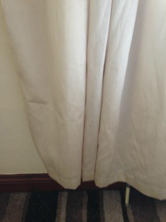 Meppershall, UK: Dirty Curtains