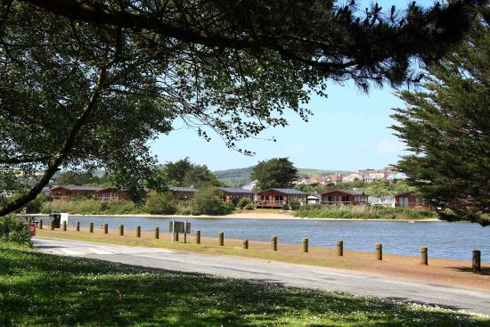 Par Sands Coastal Holiday Park: The lake and park lodges