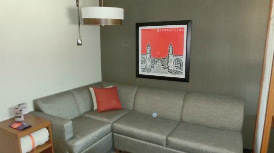 Hyatt Place Bloomington Indiana: Sofa
