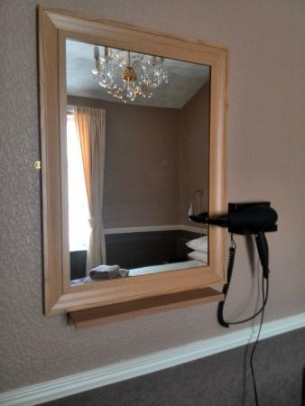The New Brooklyn : mirror and hair dryer provided
