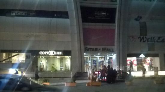 Faisalabad, Pakistan: Mall's front