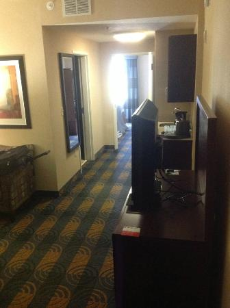 room 2 room suite picture of holiday inn hotel. Black Bedroom Furniture Sets. Home Design Ideas