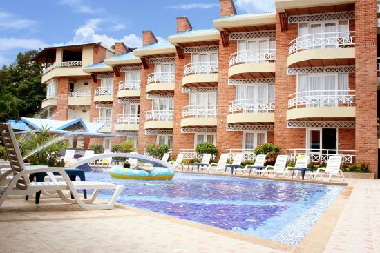 Hotel Los Corales: Habitaciones con vista a la piscina